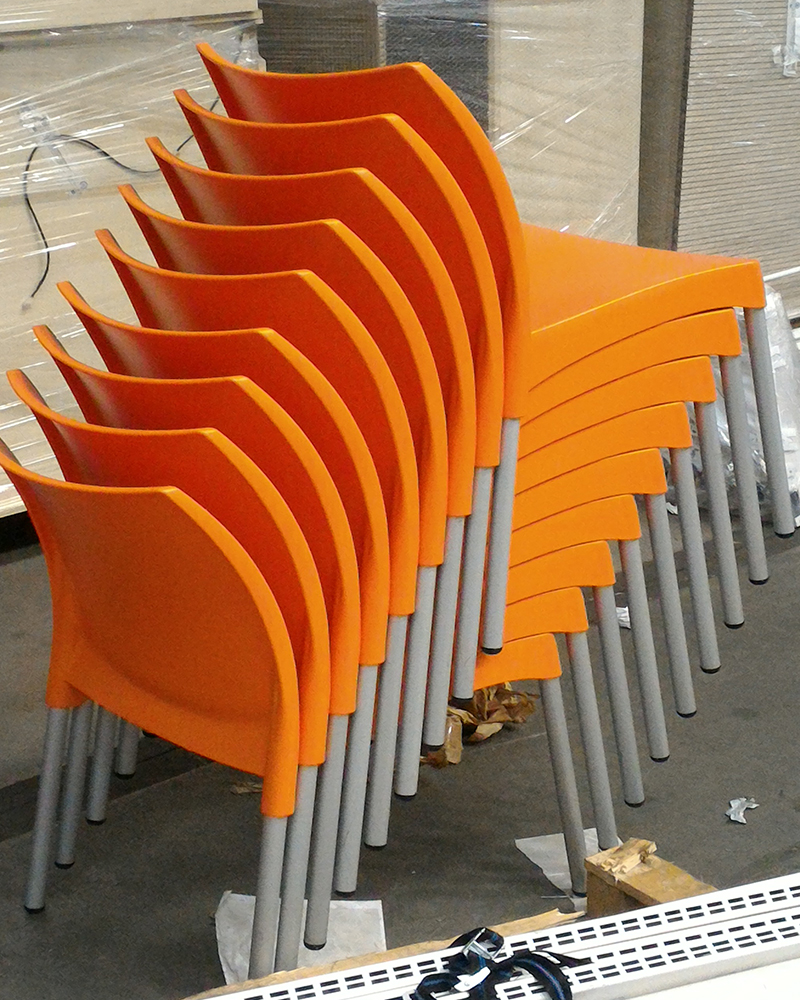Sedie arancioni scaffali usati bologna compravendita for Sedie arancioni
