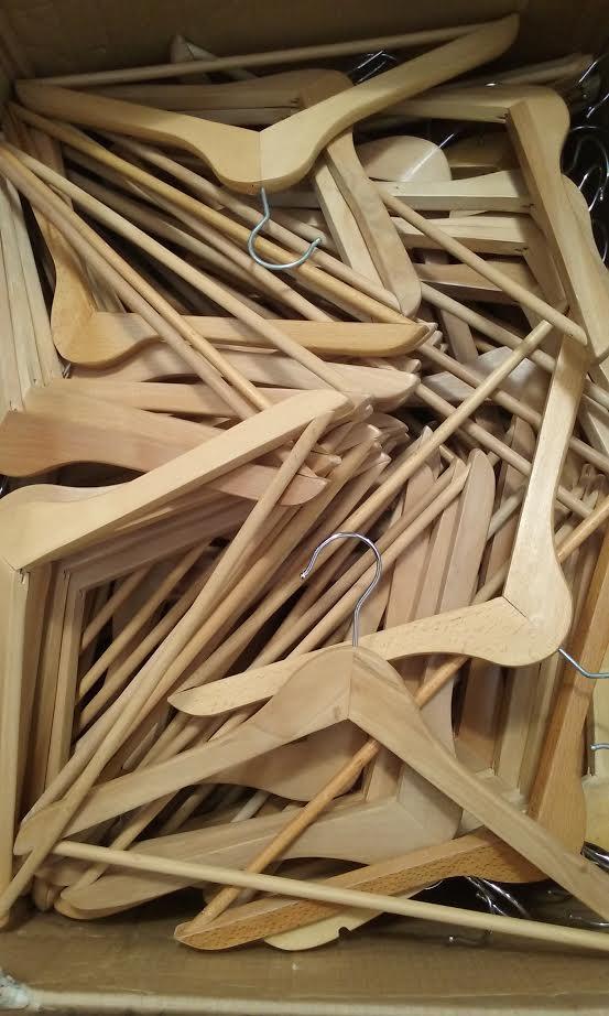 Stock grucce di legno scaffali usati bologna - Grucce legno ikea ...