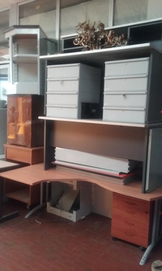Arredo ufficio vario scaffali usati compravendita for Arredo ufficio usato