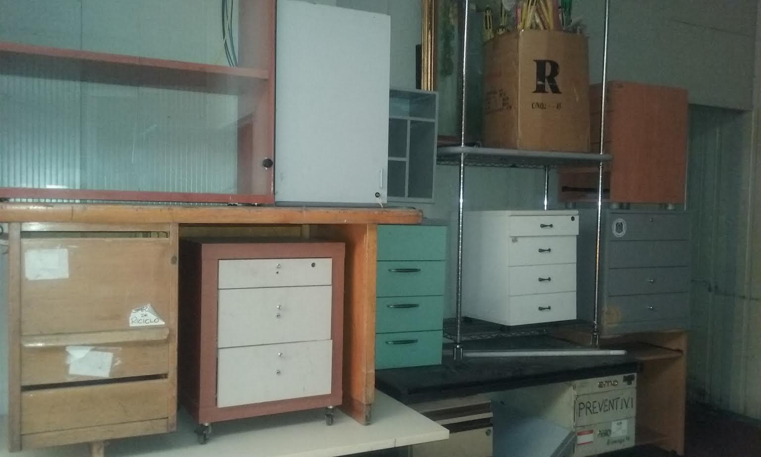 Arredamento vintage scaffali usati bologna compravendita for Cassettiere usate